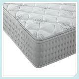 寝室の家具の慰めのクイーンサイズのスプリング入りマットレス