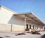 広いスパンのプレハブの鉄骨構造の倉庫