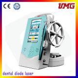 Le bon aide du dentiste ! Laser dentaire pour des dents Whiteing
