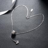 925純銀製の宝石類のボートのアンカージルコンのペンダントのネックレス