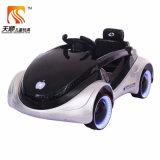 Conduite d'Electeric d'enfants de roues de lumière clignotante sur le véhicule