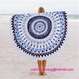 ふさのトリムが付いている円形の印刷されたビーチタオル