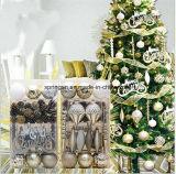 Placer la décoration de Noël pour l'arbre de Noël