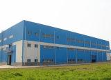 Costruzione chiara prefabbricata del gruppo di lavoro della struttura d'acciaio con la parete del parapetto
