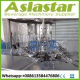 Compléter la ligne de remplissage de bouteilles d'animal familier de l'eau minérale