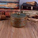 Sostenedor de vela de cerámica de cobre antiguo de la decoración casera con la tapa