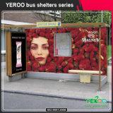 주문을 받아서 만들어진 Mupis를 가진 버스 정류소 대피소 광고