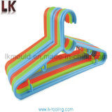高品質の安いプラスチック注入の布ハンガー型