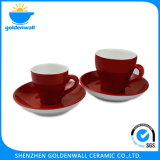 De rode Kop van de Koffie van het Porselein met Schotel