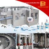 Máquina de rellenar automática llena del agua mineral