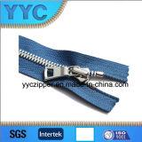 Zipper do metal da alta qualidade #5 com os dentes do milho para sacos/vestuários