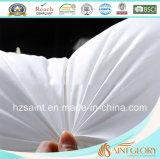 La piuma bianca dell'oca giù del Comforter naturale e giù imbottisce