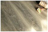 una pavimentazione laminata diResistenza ambientale da 12 millimetri con lo standard E0
