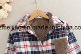 Camicia di cotone spessa bianca del `S delle donne del plaid