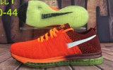 Les chaussures sportives d'hommes folâtrent des chaussures de chaussures de chaussures
