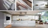 Gabinete de cozinha de madeira da laca branca aerodinâmica elegante