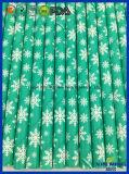 Decoración del partido, verde de cal con la paja del papel de la caída de la nieve