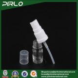 5ml透過ガラス精油の使用のスプレーは空の装飾的な液体のパッキングびんをびん詰めにする