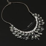 女性のファッション小物の宝石類のネックレス