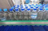 飲み物水パッキングペットびんのためのびん詰めにする充填機を完了しなさい