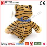 かわいく柔らかい動物のスカーフのおもちゃによって詰められるトラ