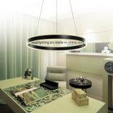Une lumière pendante moderne acrylique noire de la couleur DEL de boucle