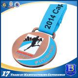 鉄によって押される柔らかいエナメルは昇華リボンが付いているメダルを遊ばす
