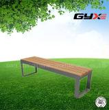 肘掛け椅子のない公園のシート