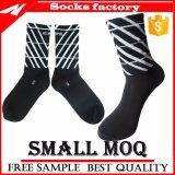 Großhandelsstreifen-schwarze komprimierende Socken kundenspezifisch