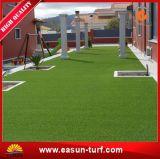 Erba sintetica verde poco costosa all'ingrosso per il giardino ed il tetto