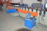 機械を形作る鉄骨構造の金属のデッキの床タイルロール