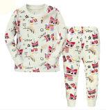 Barboteuses de salopette de bébé chez des vêtements des enfants
