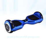"""電気スクーターのバランスをとっている小型彷徨いのスクーター6.5の""""自己"""