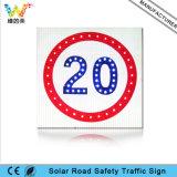 Предупредительный знак движения знака ограничения в скорости дороги солнечный приведенный в действие