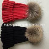 アライグマの毛皮POM POMの帽子の帽子は卸し売りする