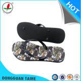 PVC Strap Flip Flopsとのゴム製Sole