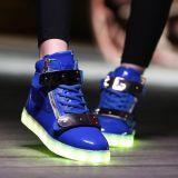 Helle Schuh-leuchtende Schuhe der Kind-LED färben