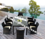 Im FreienDinig Set/Chairs und Table