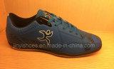 Новые ботинки футбола женщин и людей типа напольные и ботинки футбола