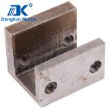 Piezas de acero que trabajan a máquina con la perforación y el CNC