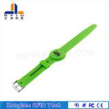 Wristband verde de la correa de muñeca del silicón del corchete RFID