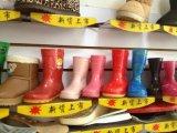 Schuhe bearbeiten für die Herstellung von einer Farbe Gumboots maschinell