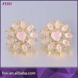 素晴らしいルビー色の立方ジルコニアの真鍮の宝石類のイヤリング