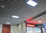 グリルの適度に値を付けられた内部の金属の天井のタイル