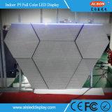 창조적인 DJ는 실내 삼각형 P5 LED 스크린을 때린다