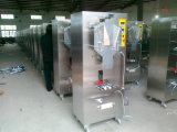 Máquina de enchimento automática cheia do malote da água bebendo