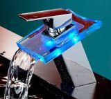 Faucet da bacia do banheiro da cachoeira do diodo emissor de luz