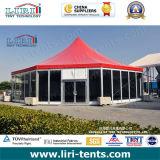 Grande tente de cirque avec le modèle spécial