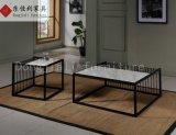Table basse carrée avec dessus en marbre blanc et pied en acier