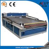 El introducir automático de la máquina del laser del CO2 del CNC para el corte y las materias textiles del grabado, paño